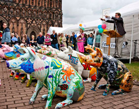 Charles Hanson auctioning off the Lichfield Festival pigs