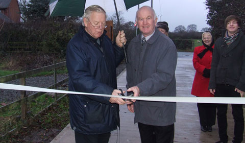 Cllr Neil Roberts and Dave Henn cutting the ribbon