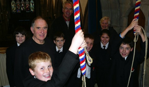 Nether Stowe School students give bell ringing a try