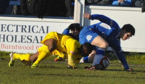 Mark Branch scrambles away with the ball. Pic: Pamela Mullins