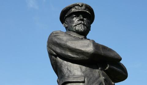 The Captain Smith statue in Lichfield