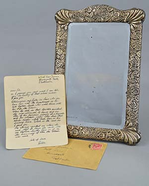 The mirror and handwritten note