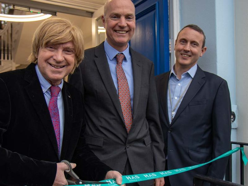 Michael Fabricant MP (left) cutting the ribbon at Stowe House