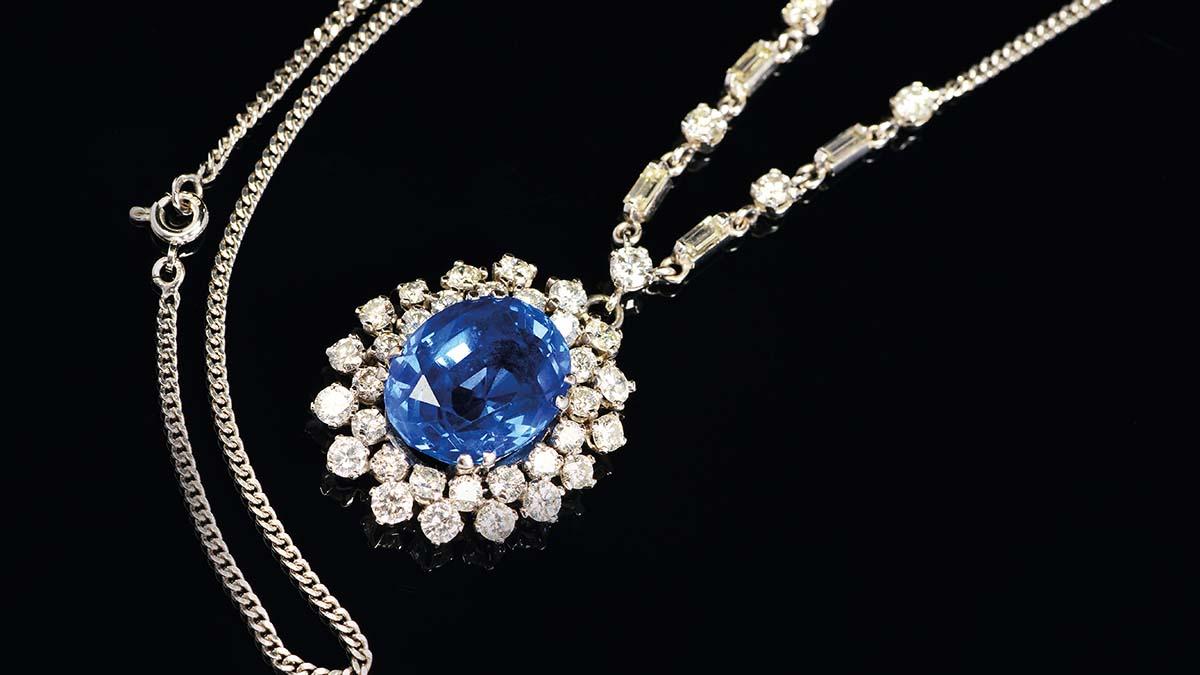 A sapphire pendant sold in Lichfield