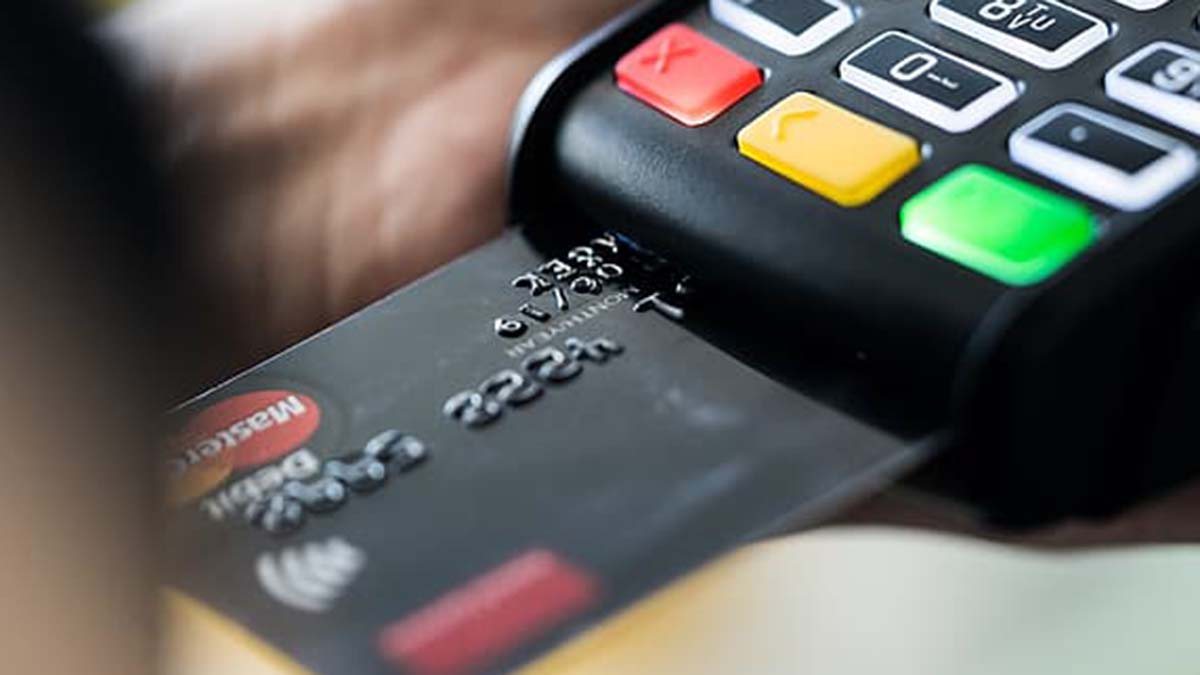 Making a payment with a card for shopping