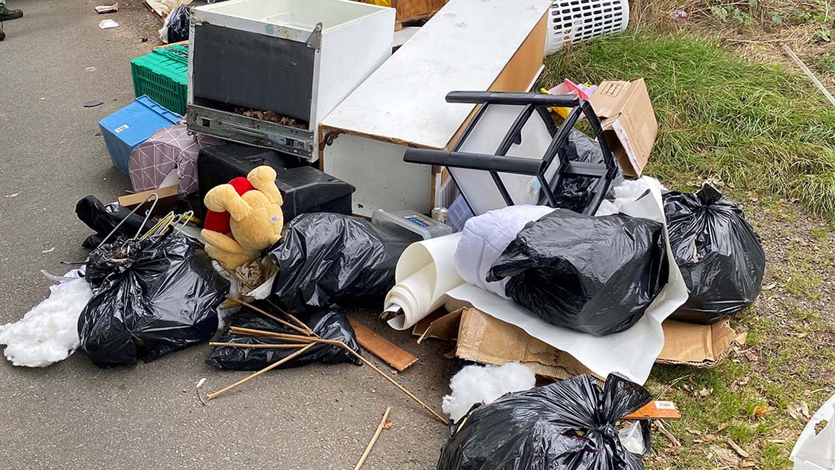 Rubbish dumped on Little Pipe Lane